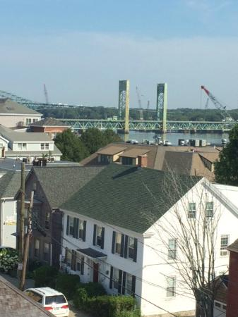 Hilton Garden Inn Portsmouth Downtown : Bridge and river view from 441