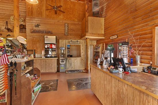Archview RV Resort & Campground: Store