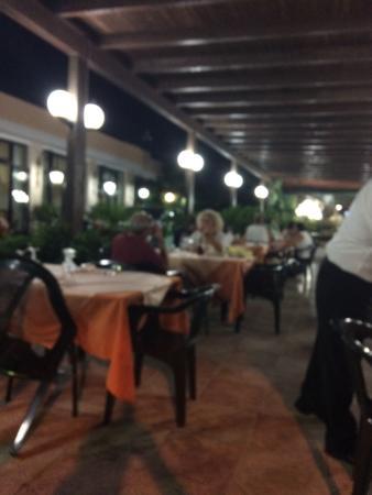 Tavoli all aperto con splendida vista mare foto di - Ristorante con tavoli all aperto roma ...