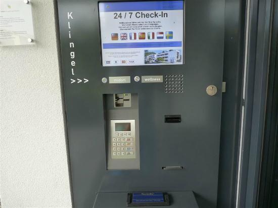 Dossenheim, Germania: Check-In-Automat
