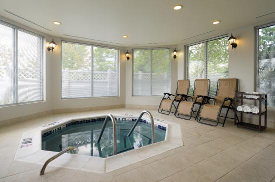Holiday Inn Express King Of Prussia: Whirlpool Spa