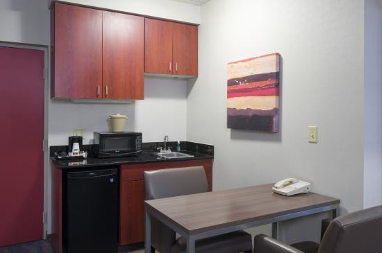 Holiday Inn Express King Of Prussia: Suite Kitchenette
