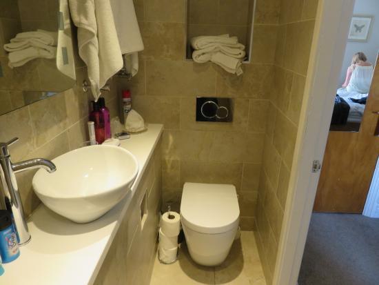South Park Guest House: Good bathroom ..