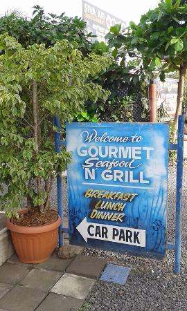 Seafood Gourmet: dont go past this sign