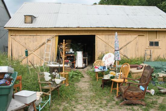 Au goût d'autrefois : view of the garage