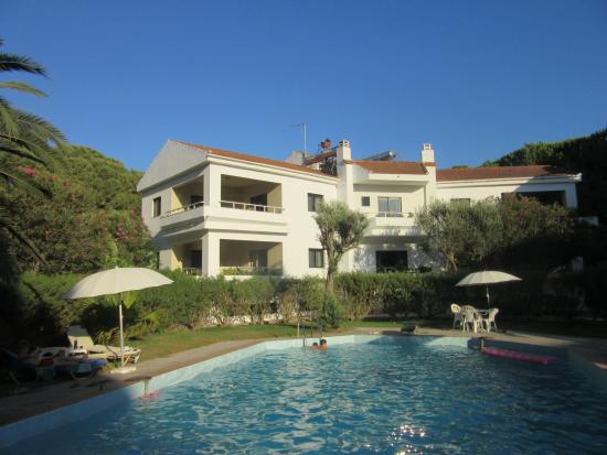 Niki Hotel Apartments: Clean buildings, pool and gardens