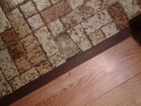 Mt. Olympus Resort: Broken tile on floor