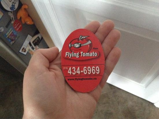 Flying Tomato Pizza : Magnet with phone and website