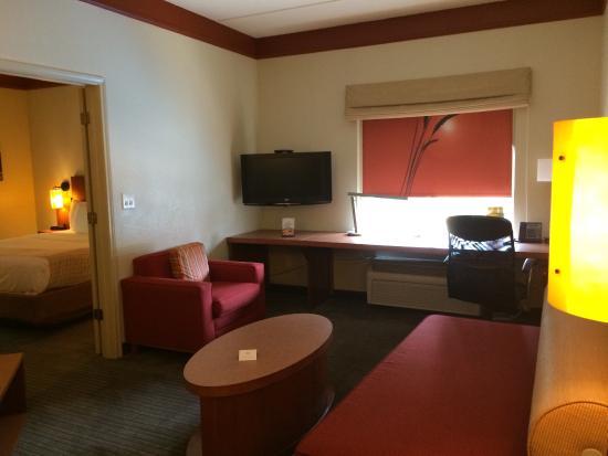 La Quinta Inn & Suites Raleigh Crabtree : Two-room King Suite