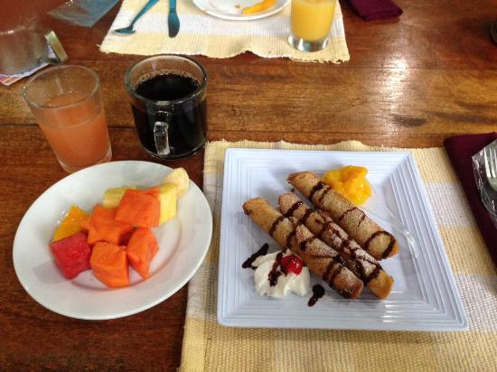 Tree Houses Hotel Costa Rica: One of many delicious breakfasts.