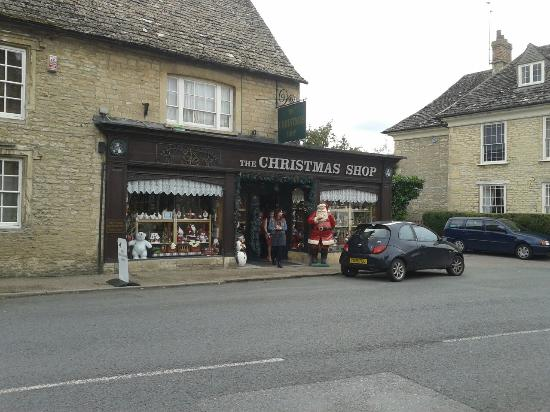 Lechlade, UK: The Christmas Shop