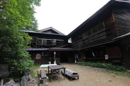 Honzawa Onsen: 本沢温泉外観
