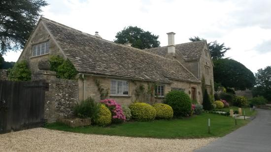 Great Rissington, UK: House nearby the inn