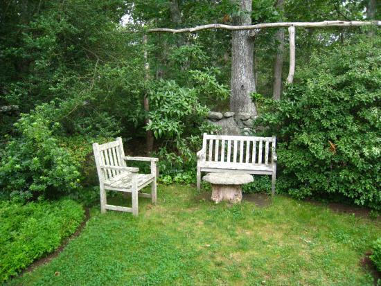 Polly Hill Arboretum: Lots of seating areas sprinkled around the arboretum