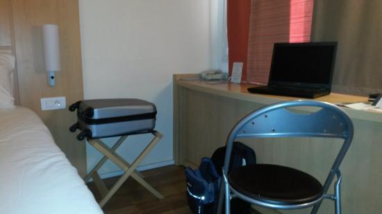 Ibis Caen Centre: the room