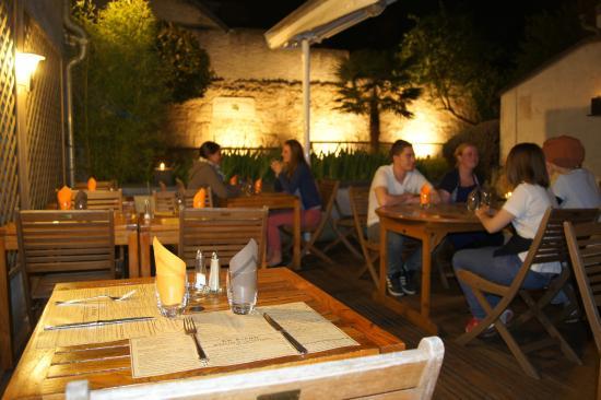 Le Piron : le patio de nuit