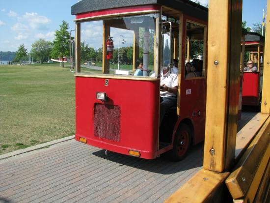 Hamilton Waterfront Trolley: Trolleys Passing each Other