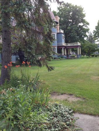 Saravilla Bed and Breakfast: Inn exterior