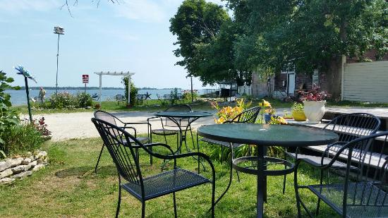 Baileys Harbor, WI: Outside seating