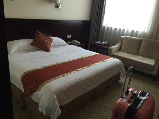 Airport Express Hotel Chengdu: Bed