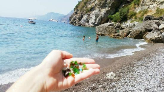 Al Barilotto Del Nonno : Sea glass on Laurito Beach