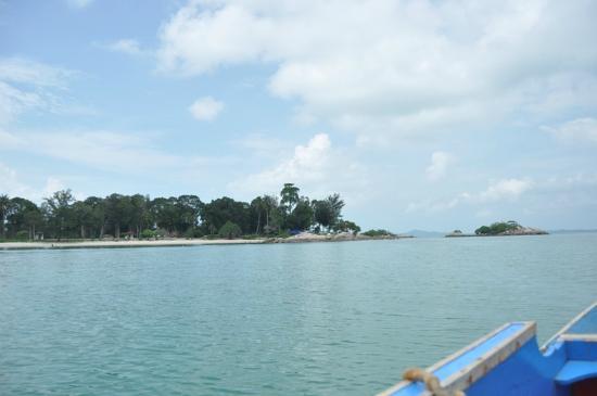 Bangka Island, Indonesien: Pantai terlihat dari perahu