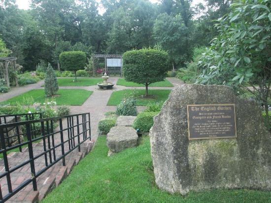 Dubuque Arboretum and Botanical Gardens: English Garden