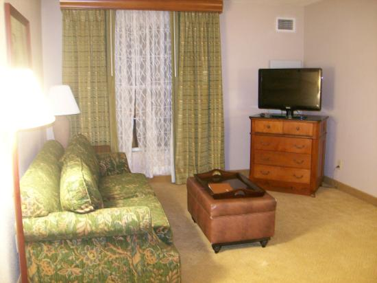 Homewood Suites by Hilton Philadelphia Great Valley: Living Room in the Suite, Outdated