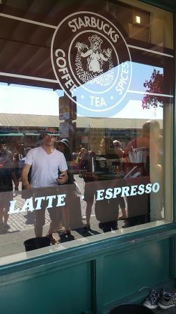 Starbucks: 外観