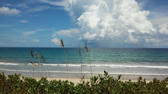 Tiara By The Sea: beach behind our room