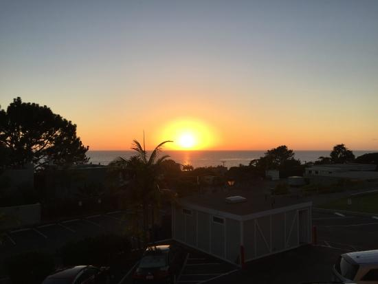 Best Western Premier Hotel Del Mar: Sunset from second floor ocean view (room 222)