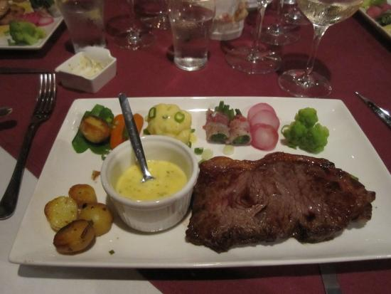 Chez Madeleine: Steak with bearnaise sauce