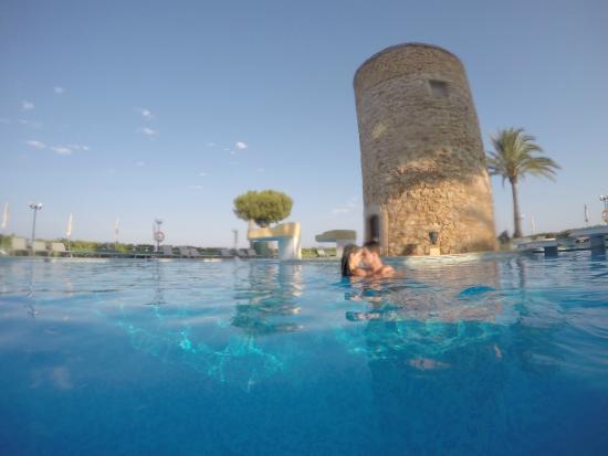 Piscina bild fr n hotel torre del mar playa d 39 en bossa for Piscina torre del mar
