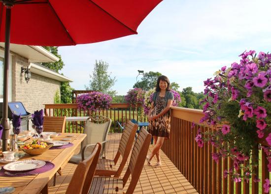 Golden Pathways Retreat and B & B: Breakfast Table