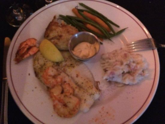 Blue Dog Cafe: Mixed seafood platter