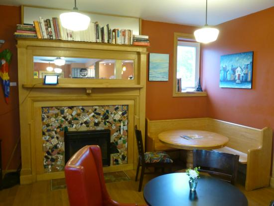 The Urban Parisian: fireplace and bookcase