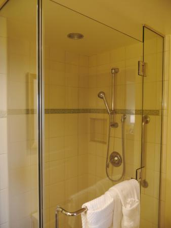 Grand Waikikian by Hilton Grand Vacations: Shower in 1 bedroom city view suite