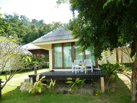 Thanya Beach Resort : lovely seaview or garden bungalow