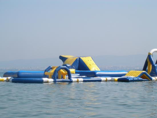 Peraia, Grecia: Батут для детей на воде