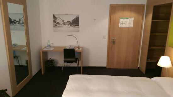 Hotel Restaurant Lowen Dielsdorf : Zimmer