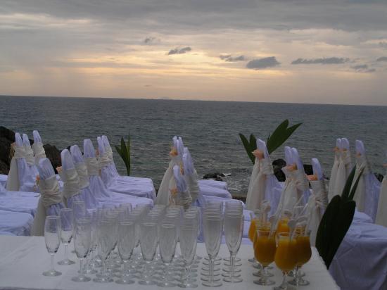 Gem Island Resort & Spa: wedding by sunset view