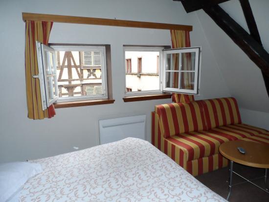 Chambre typique et très joliment décorée - Picture of Hotel Au Cerf ...
