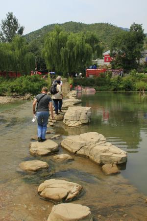 Qian'an, China: Überquerung des Flusses