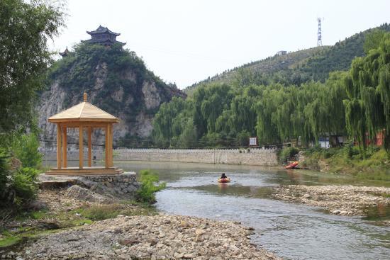 Qian'an, China: Der Flussbecken