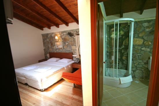 Armagrandi Bozcaada Otel : Tavan pencereli oda/Standard rooms with skylight