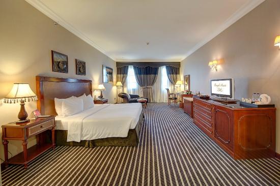 Royal Ascot Hotel Premier Deluxe Room