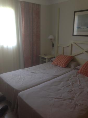 Holiday Village Menorca: Spacious bedroom