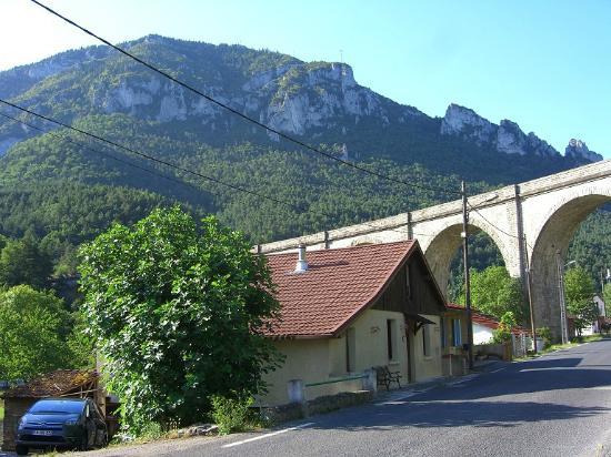 Aux Quatre Saisons: Pyrenees foothills from Aux Quartre Saisons