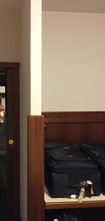 Dependance Regina Elena: Es una mesa para poner las valijas