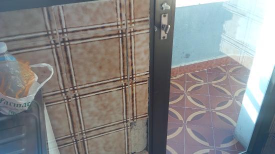San Jaime Apartments: Puerta de la cocina a la terraza
